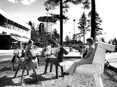 (10/12) Tapiolan keskustan kierreliukumäen lahjoitti Asuntosäätiö Tapiolan lapsille 1970-luvulla. Liukumäki poistettiin 2000-luvun alussa EU-määräysten takia.