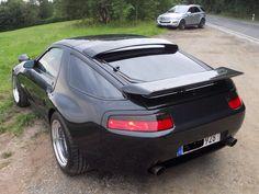 Porsche i love the back but the front of the car is horrible Porsche 928 Gts, Porsche Carrera Gt, Porsche Cars, Power Bike, Porsche Models, Pretty Cars, Vintage Porsche, Sport Cars, Custom Cars