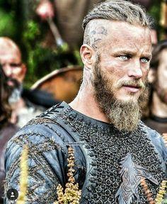 Ragnar Lothbrok from Vikings Ragnar Lothbrok Vikings, Lagertha, Travis Fimmel Vikingos, Vikings Travis Fimmel, Vikings Show, Vikings Tv Series, Viking Men, Viking Warrior, Viking Hair