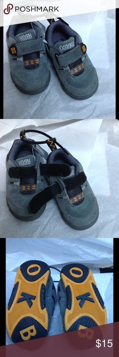 🏈🏁OshKosh -Toddler Sneakers💗 Size 2 1/2 Gray 👟 🏁🏈🏈🏈OshKosh Boys Gray Sneakers- a Velcro strap - easy to get off & on 🎈Cute as they can be 💘💘🏈 Osh Kosh Shoes Sneakers
