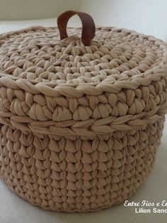 Crochet basket and wicker models for craftsmen Crochet Basket Pattern, Knit Basket, Crochet Amigurumi Free Patterns, Crochet Baskets, Fabric Basket Tutorial, Crochet Storage, Crochet Decoration, Crochet Purses, Crochet Home