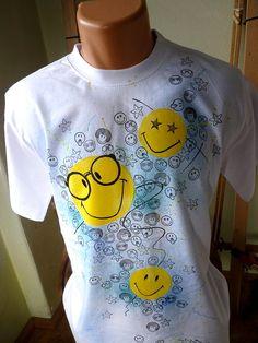 Dárky na poslední chvíli: Aptákovské smajlíkové triko - Aladine.cz Textiles, Tie Dye T Shirts, Smiley, Emoji, Hand Painted, Drawings, Ale, Mens Tops, Painting