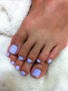 light-purple-toenail-polish