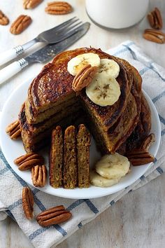 THE BEST Healthy pumpkin pancakes! So light, fluffy, and packed with pumpkin in every bite! #pumpkin #glutenfree #healthy