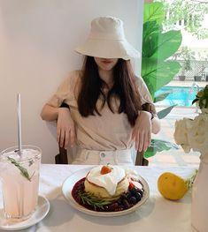 Korean Photography, Girl Photography, Korean Aesthetic, Aesthetic Girl, Ulzzang Fashion, Korean Fashion, Women's Fashion, Girl Pictures, Girl Photos