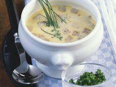 Bayerische Brotsuppe mit Schnittlauch ist ein Rezept mit frischen Zutaten aus der Kategorie Brot. Probieren Sie dieses und weitere Rezepte von EAT SMARTER!
