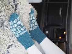Himlavalv - en socka med stjärnglans och cirkelhäl - Järbo Garn AB Knitting Socks, Leg Warmers, Legs, Crochet, How To Make, Accessories, Fashion, Crochet Hooks, Moda