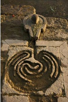 A water-fed labyrinth by a spring. A water-fed labyrinth by a spring. Shiva Linga, Shiva Shakti, Ancient Mysteries, Ancient Artifacts, Ancient Symbols, Land Art, Narmada River, Labyrinth Maze, Lord Shiva