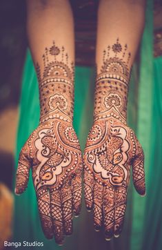 Lovely bridal mehndi. http://www.maharaniweddings.com/gallery/photo/91464