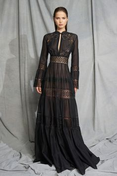 e7e73aab6bc6 Se mere. Zuhair Murad Resort 2019 Paris Fashion Show Collection  See the  complete Zuhair Murad Resort 2019