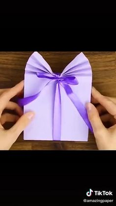 Origami Gift Bag, Diy Gift Bags Paper, Homemade Gift Bags, Cool Paper Crafts, Paper Crafts Origami, Diy Crafts For Gifts, Origami Easy, How To Make A Gift Bag, How To Make A Paper Bag