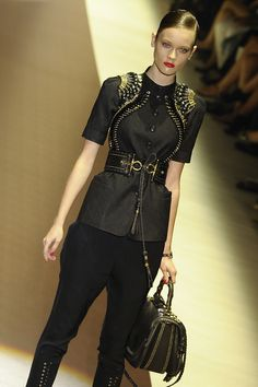 "Milano Fashion Week Womenswear Spring/Summer 2011- ""GUCCI"" - Nella Foto: gucci's model     awesome! repin if you like this!"