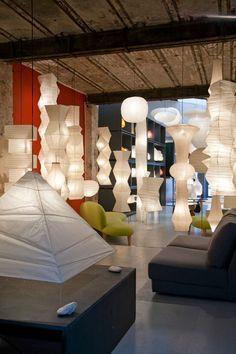 Le design made in Japan chez Sentou Loft Lighting, Lighting Showroom, Lighting Concepts, Lighting Design, Noguchi Lamp, Isamu Noguchi, Luminaire Design, Lamp Design, Light Architecture