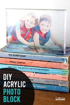 Learn how to make an acrylic photo block in ten minutes! Easy and unique DIY gift idea for Mother's Day, Father's Day. Creative Homemade Gifts, Easy Diy Gifts, Handmade Gifts, Diy Mothers Day Gifts, Grandparent Gifts, Photo Craft, Diy Photo, Acrylic Photo, Ideas Hogar