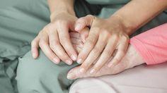 Thuisverpleging omvat alle verpleegkundige verstrekkingen in de thuisomgeving. Dat gaat van een dagelijkse inspuiting over wondverzorging ...