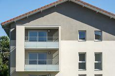Quatuor - Veigy-Foncenex (74) © Gilles Bertrand Garage Doors, Outdoor Decor, Home Decor, Alps, Decoration Home, Room Decor, Home Interior Design, Carriage Doors, Home Decoration
