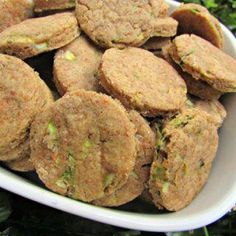 (dairy-free, vegan and vegetarian) peanut butter zucchini dog treat/biscuit recipe Easy Dog Treat Recipes, Healthy Dog Treats, Homemade Dog Cookies, Homemade Dog Food, Dog Biscuit Recipes, Dog Food Recipes, Vegan Dog Food, Meal Worms, Chicken Treats