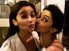 Alia Bhatt visited the sets of 'Padmavati' and has this to say about Deepika Padukone