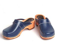 Our clogs are made in a traditional shoemaker workshop. When walking, their unique foot bed forces the feet to flex, gently exercising all leg muscles. Clogs also offer support when standing making them a classic among orthopedic shoes. Keep in mind that you may want to give your feet