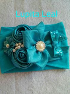 Discover thousands of images about Headbands Baby Hair Bows, Baby Girl Headbands, Diy Bow, Diy Ribbon, Tissu Style Shabby Chic, Hair Brooch, Vintage Headbands, Boutique Hair Bows, Making Hair Bows