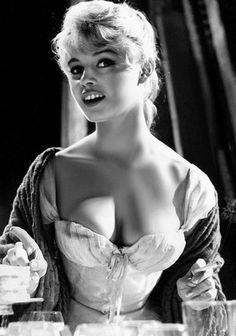 Bridget Bardot, Brigitte Bardot Young, Italian Actress, French Actress, American Actress, Isadora Duncan, Big Black, Black And White, Vintage Beauty