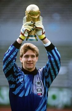 Bodo Illgner West Germany the 1990 World Cup winning goalkeeper with West Germany lifts the trophy Football Kits, Football Soccer, Football Players, Bodo, All Star, Soccer Pro, Different Sports, International Football, Goalkeeper