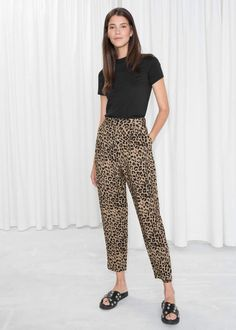 Printed Tapered Pants - Leopard Print - Trousers - & Other Stories Trouser Outfits, Basic Outfits, Casual Outfits, Casual Wear, Fall Outfits, Nyc Fashion, Fashion Outfits, Leopard Print Pants, Leopard Pants Outfit