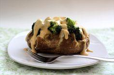 Pommes de terre cuites avec du brocoli et UNE SAUCE AU FROMAGE