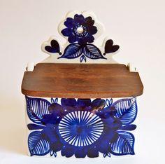 A Love for Pottery & Ceramics Butter Bell, Salt Pig, Salt Cellars, Arts And Crafts, Art Crafts, Pottery Designs, Ceramic Decor, Porcelain Ceramics, Finland
