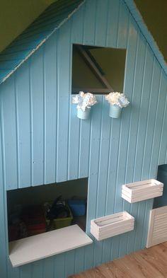 Ein Vogelhäuschen, ein Briefkasten, eine Klingel, sowie LED Lichter folgen in kürze zudem ein zweites Brett im Haus.