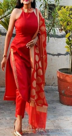 Indian style 705024516655161032 - Source by Designer Party Wear Dresses, Kurti Designs Party Wear, Indian Attire, Indian Ethnic Wear, Indian Tunic, Ethnic Outfits, Indian Outfits, Indian Wedding Outfits, Indian Weddings