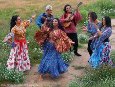 "Romani Gypsy band ""Svenko"" from Russia. Gypsy musicians, dancing barefoot Gypsy girls. Barfuss Zigeunerin. Des Bohémiennes à pieds nus. Des Gitanes à pieds nus. Las gitanas descalzas."