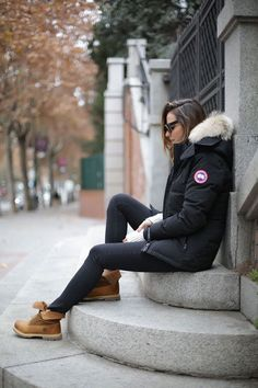 Timberlands are the perfect item to break up an all black winter outfit. Silvia Zamora wears this pair with black denim and a cool Canada Goose parka with a faux fur hood. How To Wear Timberlands, Timberland Boots Outfit, Timberland Fashion, Timberland Heels, Timberlands Shoes, Canada Goose Women, Canada Goose Parka, Canada Goose Jackets, Outfit 2017