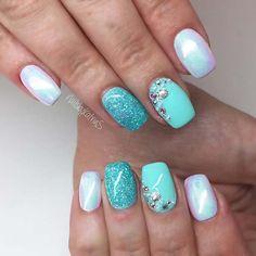 23 Mermaid Inspired Nails That Belong On The Beach Chrome and Glitter Mermaid Nails Beach Themed Nails, Beach Nails, Beach Nail Art, Cute Pink Nails, Cute Summer Nails, Chrome Nails Designs, Nail Art Designs, Pretty Nail Art, Beautiful Nail Art