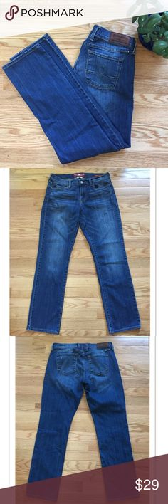 "Lucky Brand Sophia Straight Leg Ankle Jeans You will live in these Lucky jeans! Featuring a straight leg, they are super flattering. 99% cotton; 1% spandex. They measure 16"" across the waist; 9"" rise; 29"" inseam. EUC Lucky Brand Jeans Straight Leg"