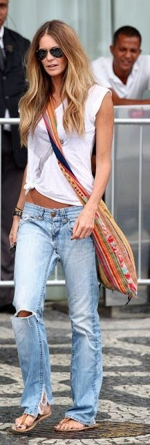Elle getting it right in distressed boyfriend jeans, a white tee & ethnic cross body. Yes.