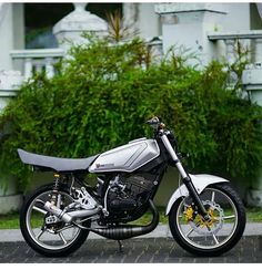 Silver perak Yamaha Rx100, Sr 500, Futuristic Motorcycle, Drag Bike, Mini Bike, Staircase Design, Road Racing, Family Camping, Custom Bikes