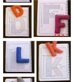 Knit Or Crochet, Easy Crochet, Crochet Numbers, Crochet Alphabet, Lana, Crocheting, Crochet Patterns, Diy, Pillows
