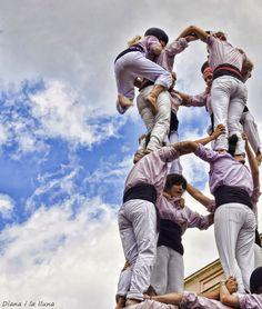 """Amunt!"" by Diana i la lluna, Castellers"