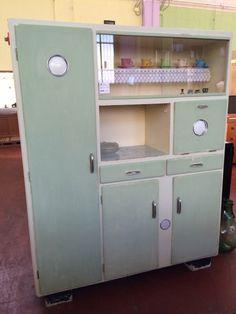 credenza anni 40 - Cerca con Google Kitchen Cabinets And Cupboards, Vintage Kitchen Cabinets, Kitchen Dresser, Vintage Hutch, Shabby Vintage, Art Deco Furniture, Vintage Furniture, Pantry Design, Vintage Interiors