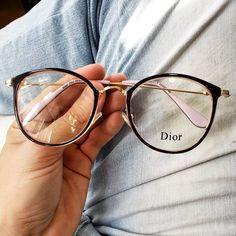 glasses frames for women latest trends Glasses Frames Trendy, Hipster Glasses, Glasses For Round Faces, New Glasses, Glasses Trends, Lunette Style, Fashion Eye Glasses, Eyewear, Instagram