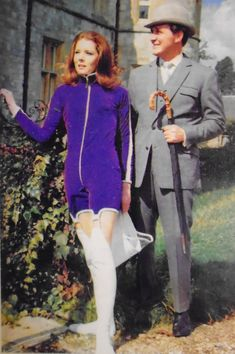 Diana Rigg as Emma Peel Los vengadores. Emma Peel, Uk Tv Shows, Great Tv Shows, The Avengers, Diana Riggs, Dame Diana Rigg, Mejores Series Tv, Tara King, Actresses