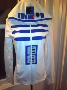 R2D2 hoodie @savannahlefor I could see you in this!!