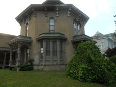 Side view of Octagon house