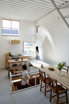 Itami House by Tato Architects, floating wood dining room table Architecture Design, Casas Containers, Architect House, Architect Logo, Japanese House, Home And Living, Home Furniture, Wooden Furniture, Small Spaces