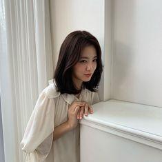 Asian Actors, Korean Actors, Medium Hair Styles, Short Hair Styles, Korean Short Hair, Ulzzang Korean Girl, Girl Crushes, Pretty People, Asian Beauty