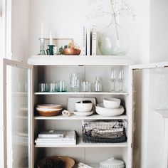 Monday you came around far to quick. I'm not ready for it, are You? . At least my cupboard is all organised... unlike the rest of me. Did you read all about my love for the #modernrustic trend? Head to the blog for a read. . . . . #myhomevibe #littlecornersofmyhome #myroost #fearlesshome #howyouhome #apartmenttherapy #pocketofmyhome #sharemystyle #currentdesignsituation #rusticgamestrong #finditstyleit #behomefree #atmine #simpleandstill #myhome #cornersofmyhome #louarchellshome…