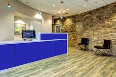 reception offices with curved walls - Google Search Floor Desk, Commercial Office Space, Curved Walls, Lobby Design, Executive Office, Accent Walls, Flooring, Offices, Reception