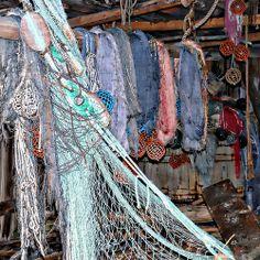 Fiskegarn på rekke - - Row of fishing nets