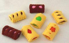 クッキーキットのサクットを作りました。 クリームをクッキー生地で包んであり、正面の切れ目から中のクリームが見える形です。 キットではカスタード色とチョ...